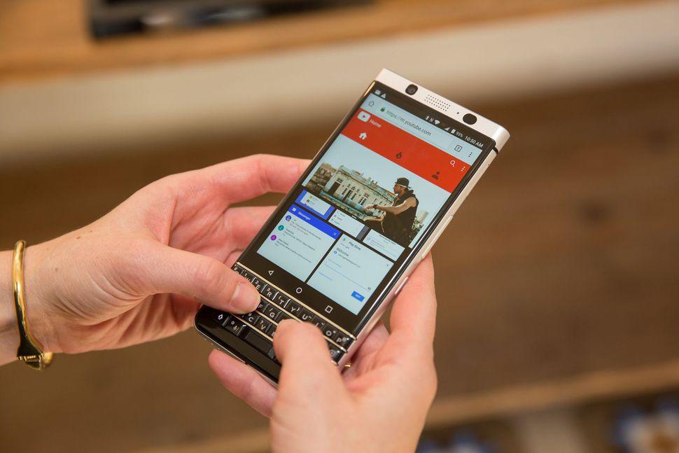 blackberry-key-one-mercury-mwc-21 (1).jpg