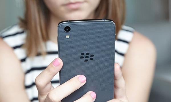 BlackberryDTek50G01_w_755.jpg
