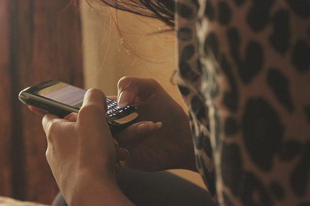 Favim.com-blackberry-cellphone-girl-leaopardprint-texting-146620.jpg