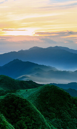 green_mountains_in_the_morning-wallpaper-2560x1600.jpg