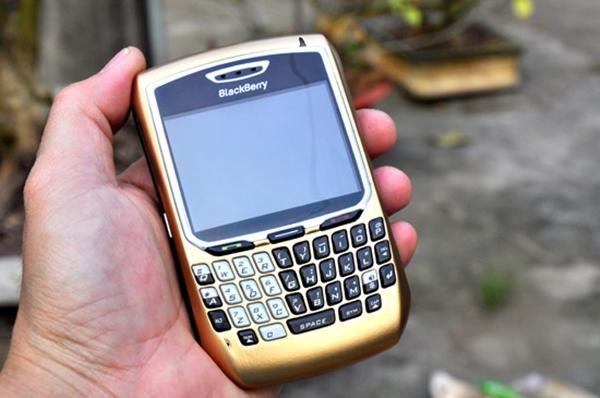thay-man-hinh-blackberry-8700.jpg